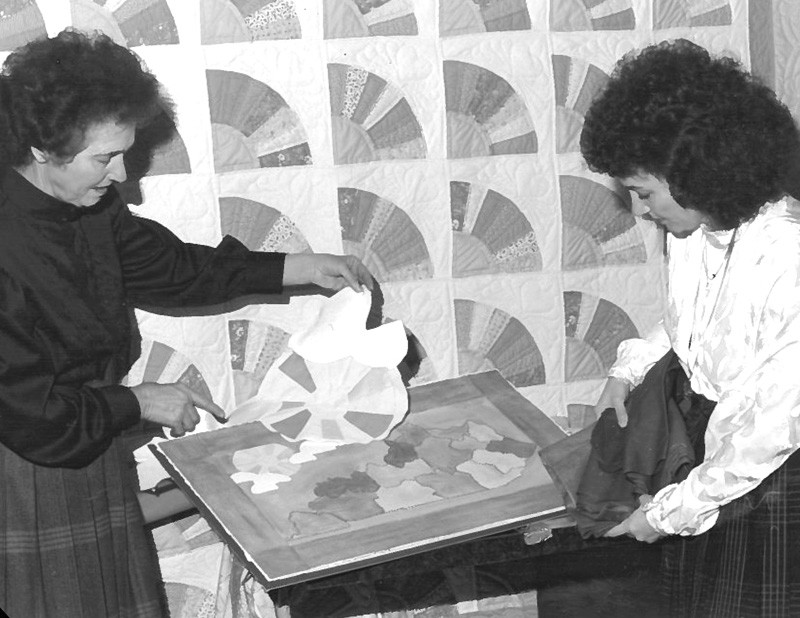 Donna Sharp and mother Pauline Lundy Quilting Together